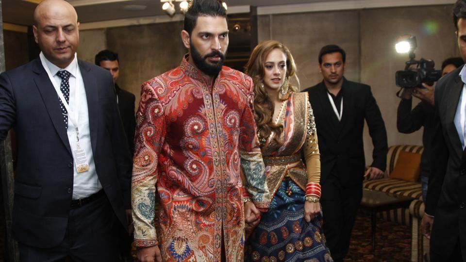 Yuvraj Singh and Hazel Keech at their wedding reception in New Delhi. (HTPHOTO/WASeeMGAShROO)