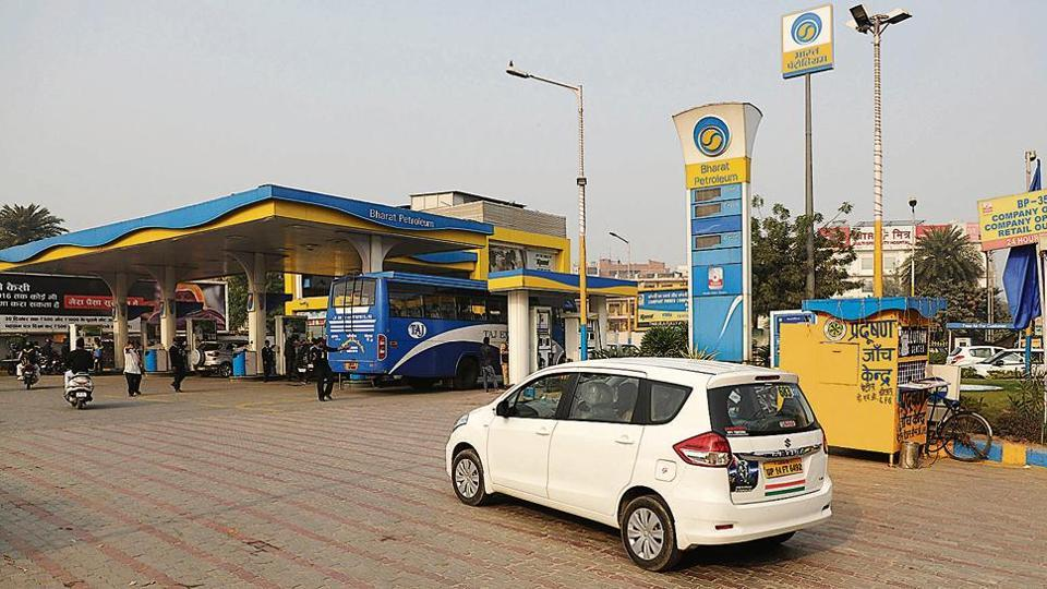 Sales drop to 'almost  half' after petrol pumps in Noida stopped accepting scrapped ₹500 notes from December 4.