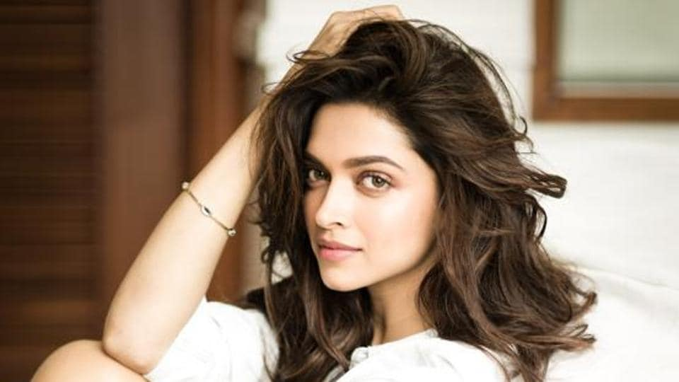 Deepika Padukone,Priyanka Chopra,Sexiest Asian Woman of 2016