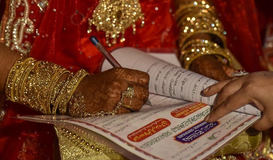A brides sign nikah nama during, Mumbai, India.