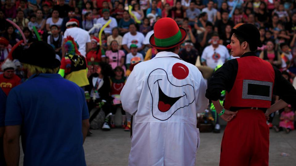 The clown day honours all Salvadorean clowns who bring fun to the nation. (REUTERS)