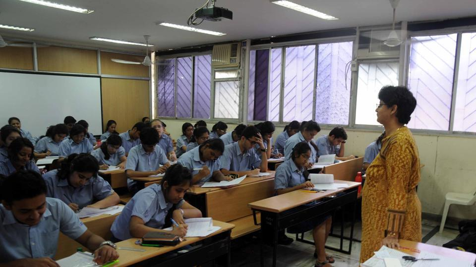 Uttar Pradesh Basic Education Board (UPBEB) has released the admit card for students appearing in the Uttar Pradesh Teacher Eligibility Test (UPTET) examination 2016.