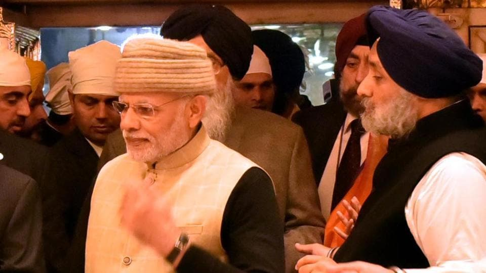 Prime Minister Narendra Modi and Punjab deputy chief minister Sukhbir Singh Badal at Golden Temple on December 3, 2016.