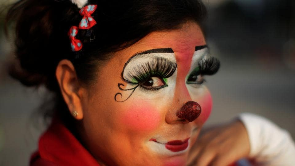 A clown poses for a picture in a parade during Salvadoran Clown Day celebrations in San Salvador, El Salvador on December 7, 2016.  (REUTERS)