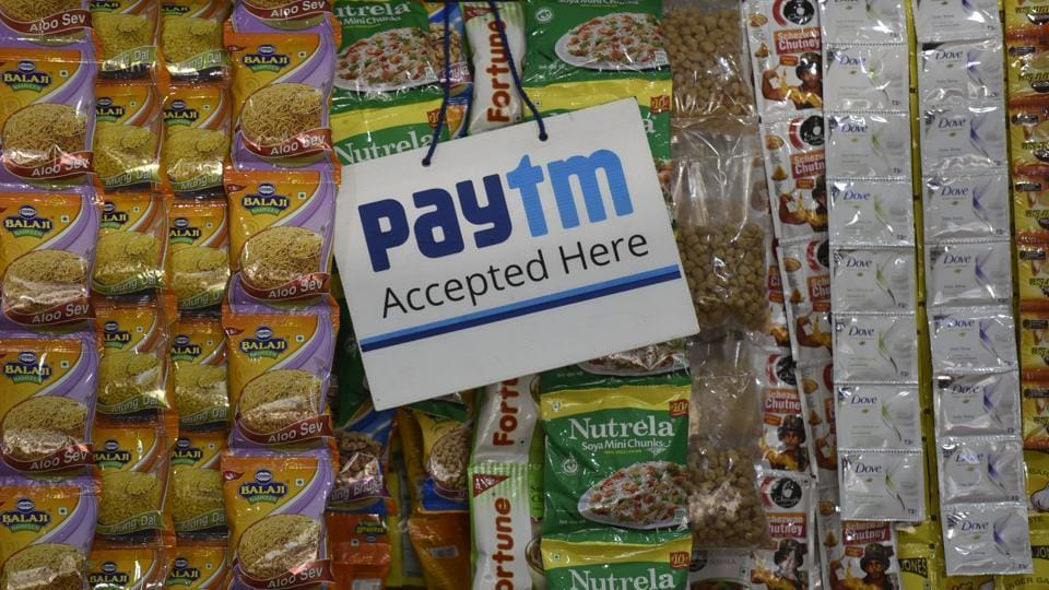When the chips are up: The scene at a store in Sion.  (KUNAL PATIL/HT PHOTO)