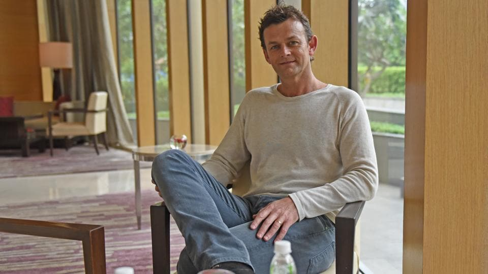 Adam Gilchrist claims he can cook a decent meal.