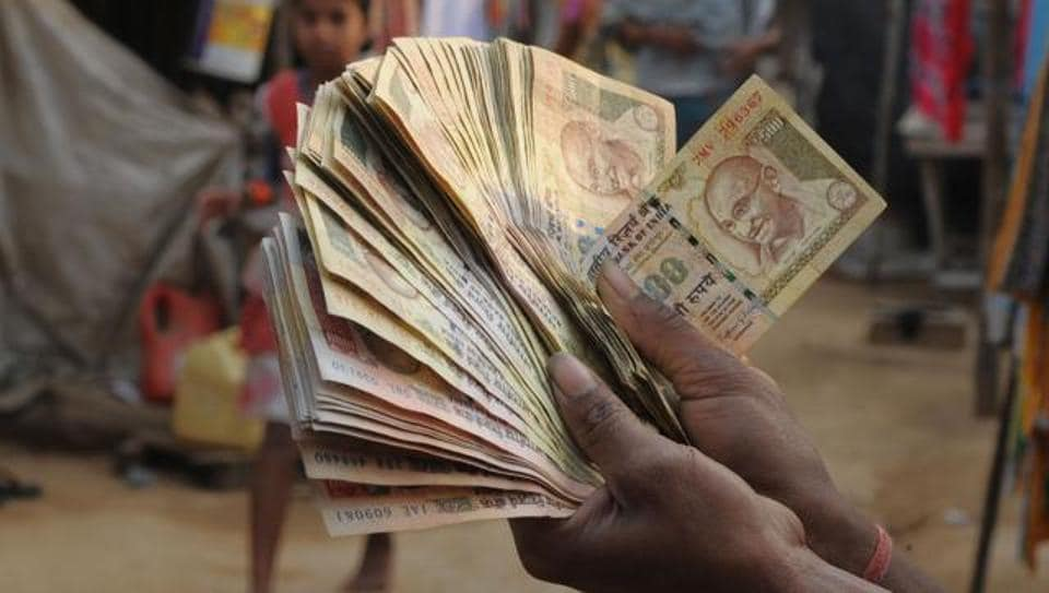 The money was being transported by the three at a time when the public is making rounds of banks to get some cash to meet their day-to-day expenses.
