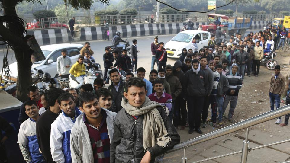 Most residents of Delhi have been regularly using their free time to stand in queues outside banks and ATMs. For others, the fear of standing in long queues has led to a change in their lifestyle.