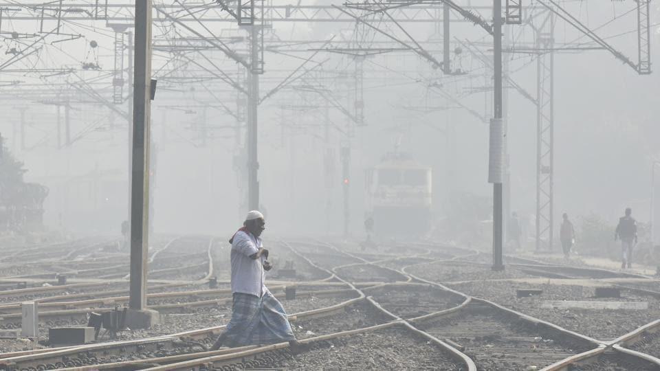 Train services,Delhi fog,Flights delayed