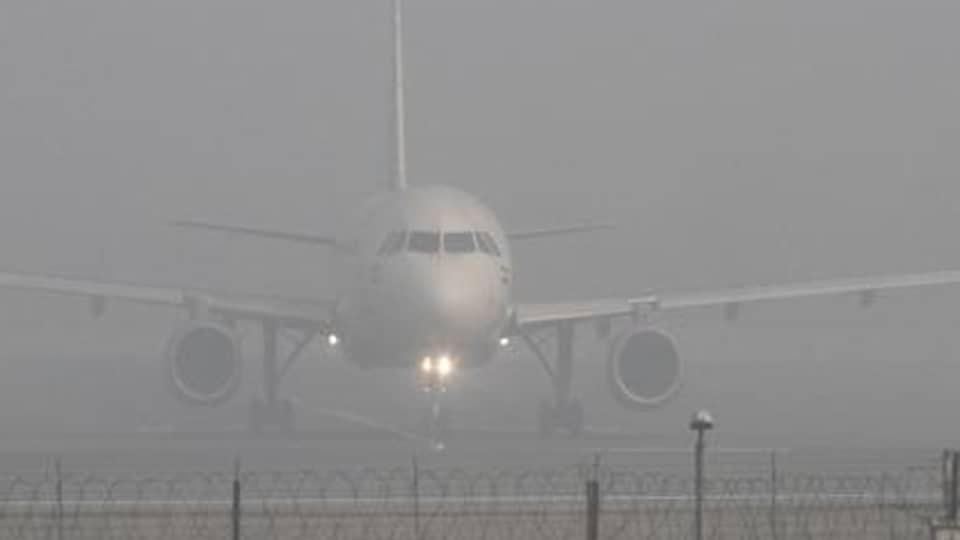Poor visibility,16 flights,delayed