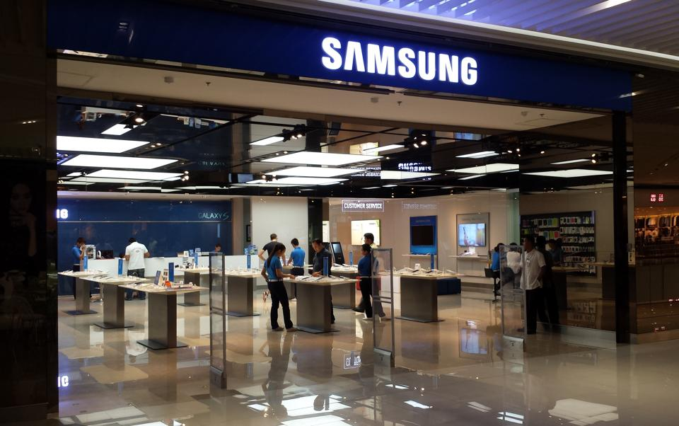 Capturing 28.52 per cent of the Indian mobile phone market, South Korean giant Samsung sold maximum number of devices in 2016, followed by Apple iPhone 14.87 per cent and Motorola with 10.75 per cent, a new report said on Saturday.