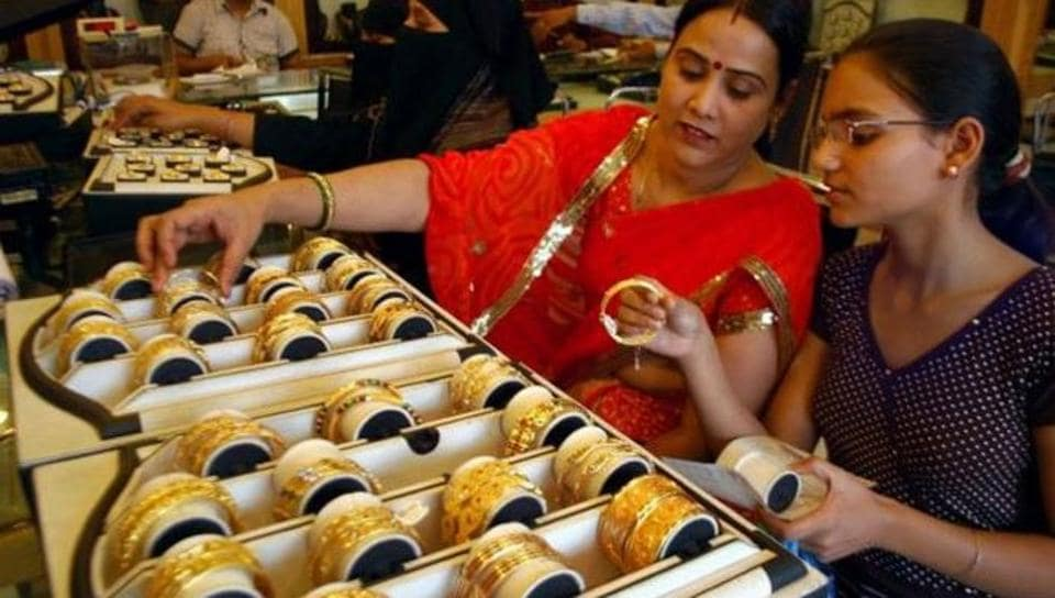 Demonetisation takes the sheen off gold sales