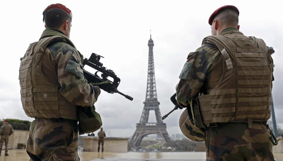 French army paratroopers patrol near the Eiffel Tower in Paris, France, in this picture taken on March 30, 2016. The French government will propose extending emergency until July 15, 2017 due to presidential and parliament elections.