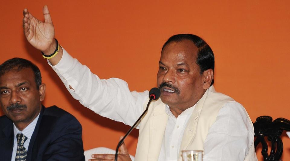 Chief Minister Raghubar Das made the announcement that the government has decided to waive VAT on mobile phones worth below Rs 5,000.
