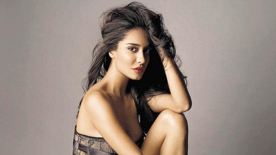 Speaking of her cameo in Ae Dil Hai Mushkil, Lisa Haydon talks about popularising the word 'Vataavaran' and the audiences' response to her character.