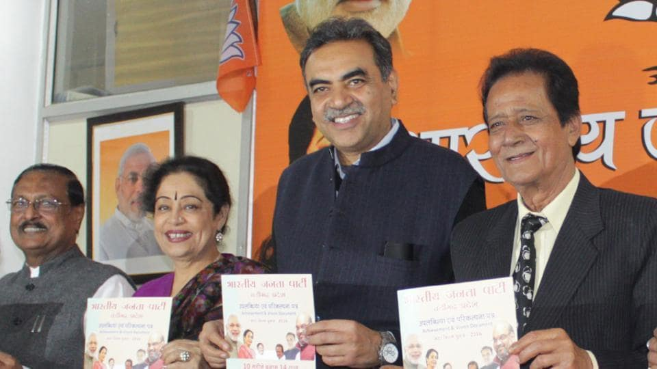 (From Right) BJP leader Harmohan Dhawan, city unit chief Sanjay Tondon, MP Kiron Kher and ex-MP Satya Pal jain releasing the BJP-SAD manifesto for MC polls in Chandigarh.