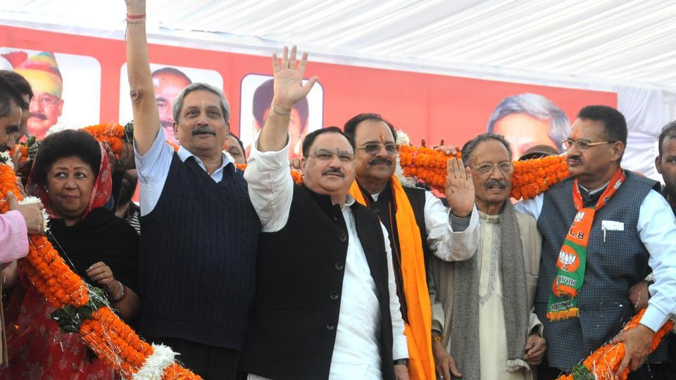 Defence minister Manohar Parrikar (2nd from left) and union health minister JP Nadda (4th from right) during the closing ceremony of BJP's Parivartan Yatra in Dehradun on Monday.