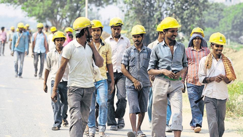 Demonetisation,Construction workers,Cash crunch