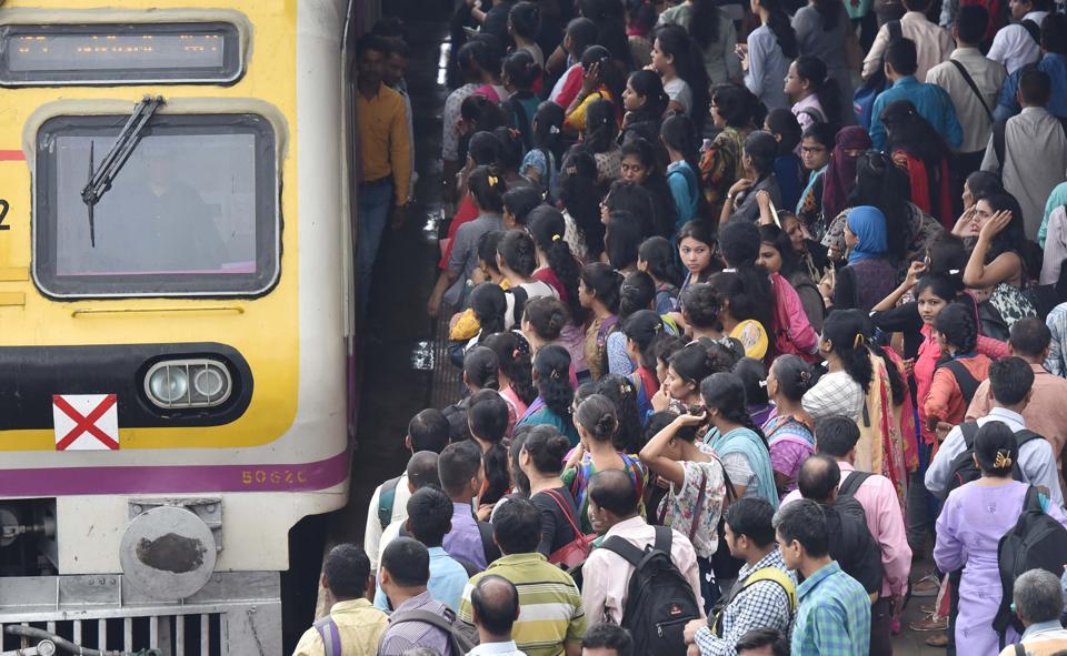 WR,15-coach train,suburban commuters