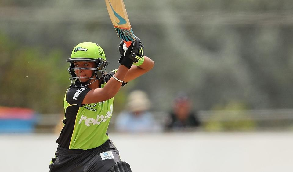 Harmanpreet Kaur grabbed 4 for 27 and then hit a quick-fire unbeaten 30 off 21 balls to win the 'Player of the Match' award in his second Women's Big Bash League appearance.