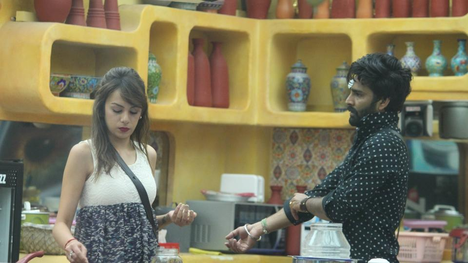 After Manu's exit, Manveer found a good friend in Nitibha and vice versa.