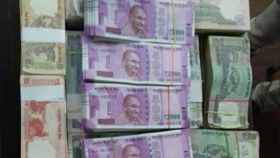 Gujarat: Police seize Rs 19.67 lakh from a house in Vadodara, Rs 13 lakh in new notes.