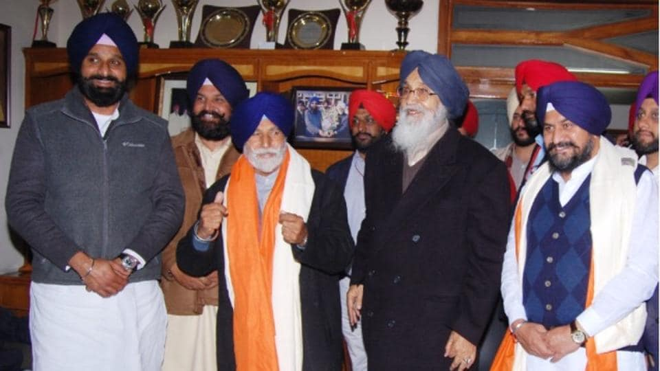 Capt Balbir Singh Bath with a robe of honour given by CM Parkash Singh Badal, who welcomed him back into the SAD at Batala on Tuesday.