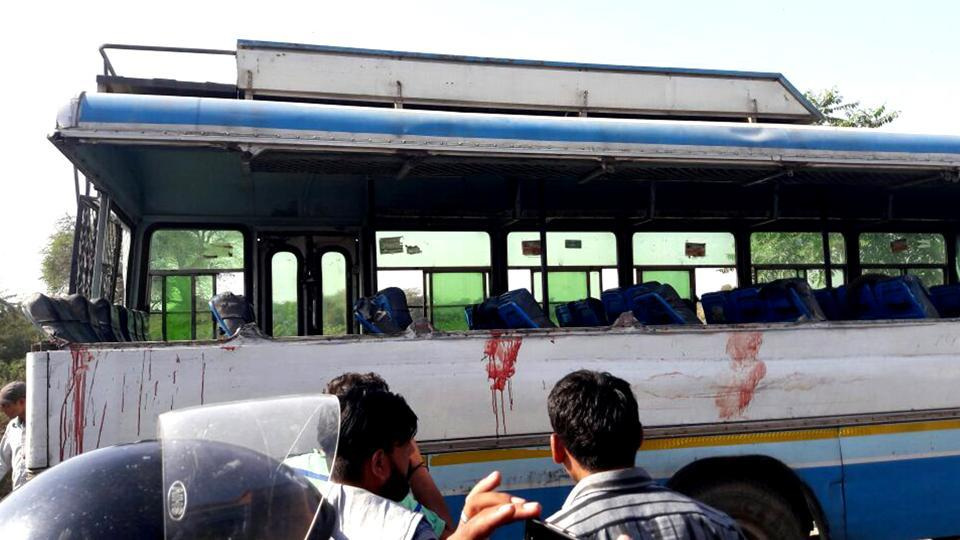 The speeding bus carrying around 30 passengers was moving towards Rajgarh from Biaora when it collided head on with an auto-rickshaw.