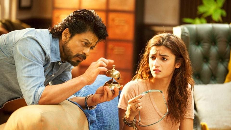 Actors Shah Rukh Khan and Alia Bhatt in a still from the film Dear Zindagi.