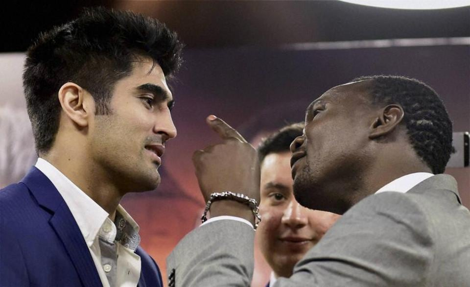 Vijender Singh (L) will take on Francis Cheka, current intercontinental Champion in the WBO Super Middleweight Asia Pacific boxing title fight on Saturday.