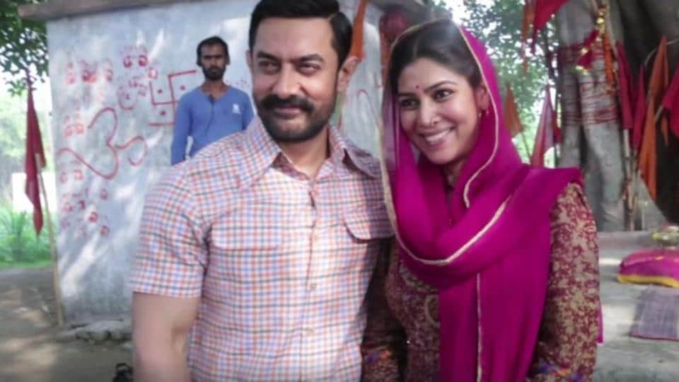 Aamir Khan plays wrestler Mahavir Singh Phogat while Sakshi Tanwar plays his wife in Dangal.