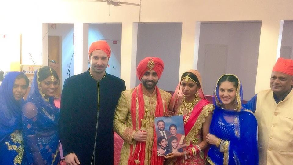 Sunny Leone is dressed as a typical Punjabi judi at the wedding of her brother Sundeep Vohra.