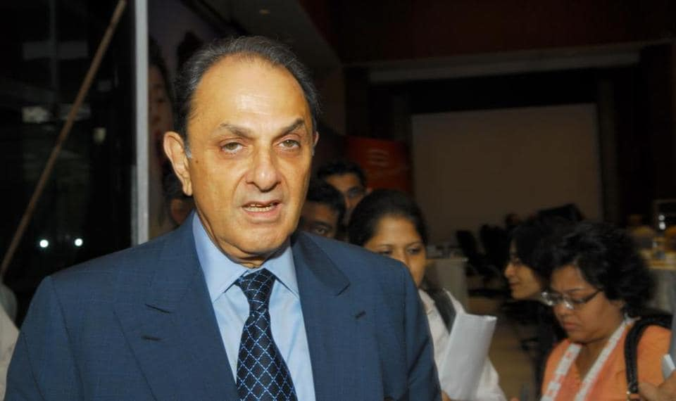 Veteran industrialist Nusli Wadia, who is an independent director on board of several Tata companies, has again written a letter to shareholders of Tata Motors.