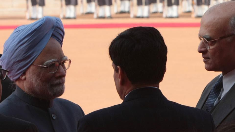 PM Manmohan Singh (left) talks to Shivshankar Menon during the ceremonial reception for Russian President Dmitry Medvedev in New Delhi on 05 December, 2008.