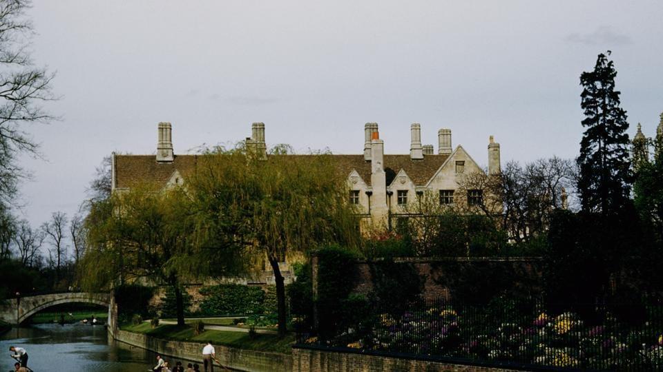 A view across the River Cam towards Queens' College, Cambridge, circa 1960.