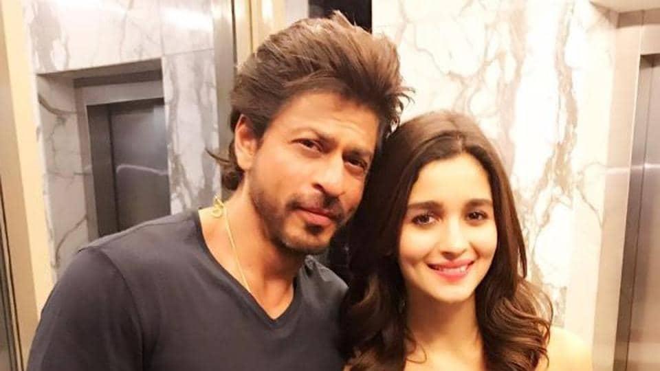 Dear Zindagi featured Shah Rukh Khan and Alia Bhatt in lead roles.