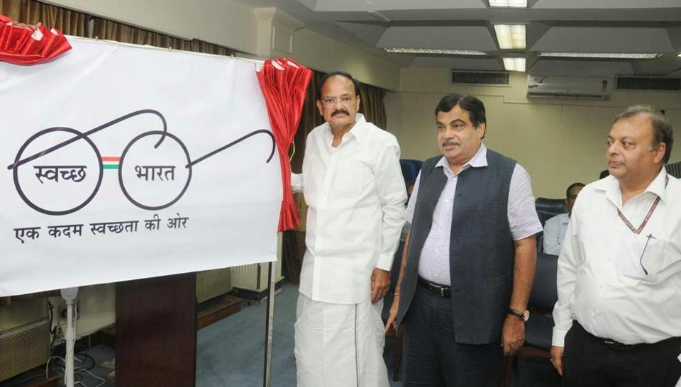 The purpose of displaying the nameplate 'SwachhaGrahi' is to reinforce the message of keeping one's house and surroundings clean amongst the residents of India.