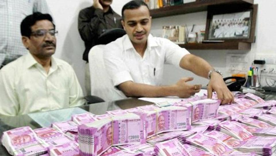 The Income Tax Department on Thursday conducted a raid at Sunar Jewellers in Delhi's Karol Bagh area and seized Rs 30 lakhs, including new currency notes.