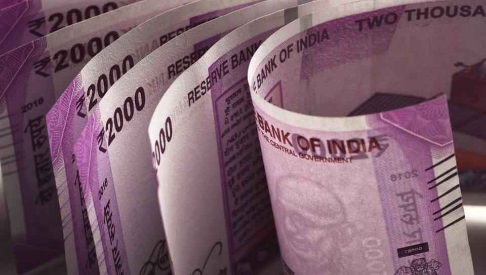 The businessmen were allegedly getting the old notes exchanged on 25% commission, officials said.