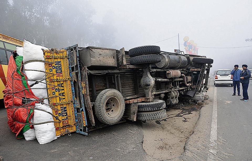 explosives-laden truck overturns,Betul,Bhopal