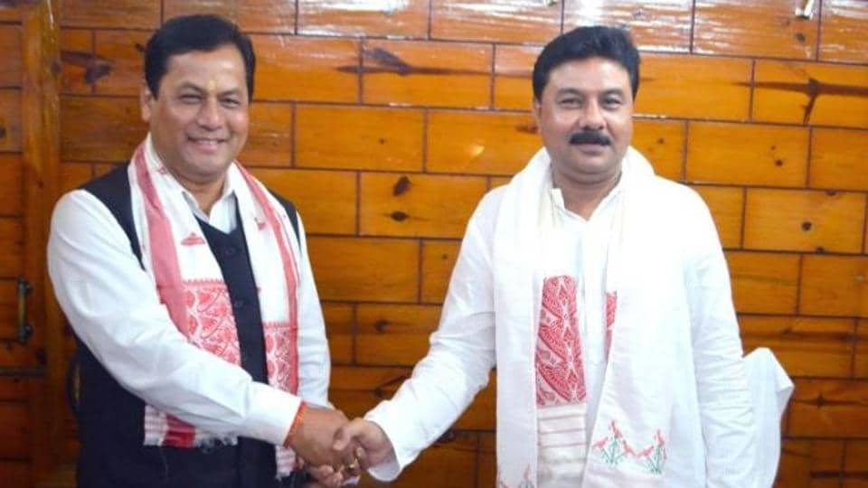 Ranjit Das (right) takes over from Sarbananda Sonowal (left) Assam BJP chief.