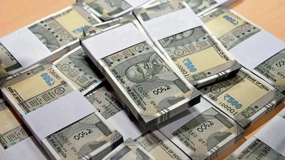 The Reserve Bank of India said it will shortly issue Rs 500 notes in Mahatma Gandhi (New) series with Swachh Bharat logo printed on the reverse of the banknote.