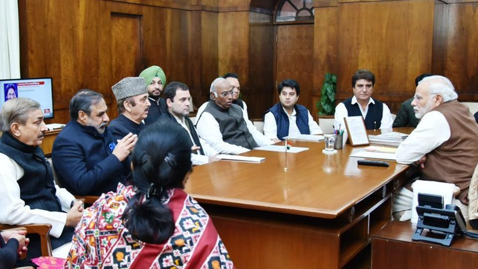 Congress vice-president Rahul Gandhi led a Congress delegation to meet PM Modi over their demand of loan waiver for UP farmers.
