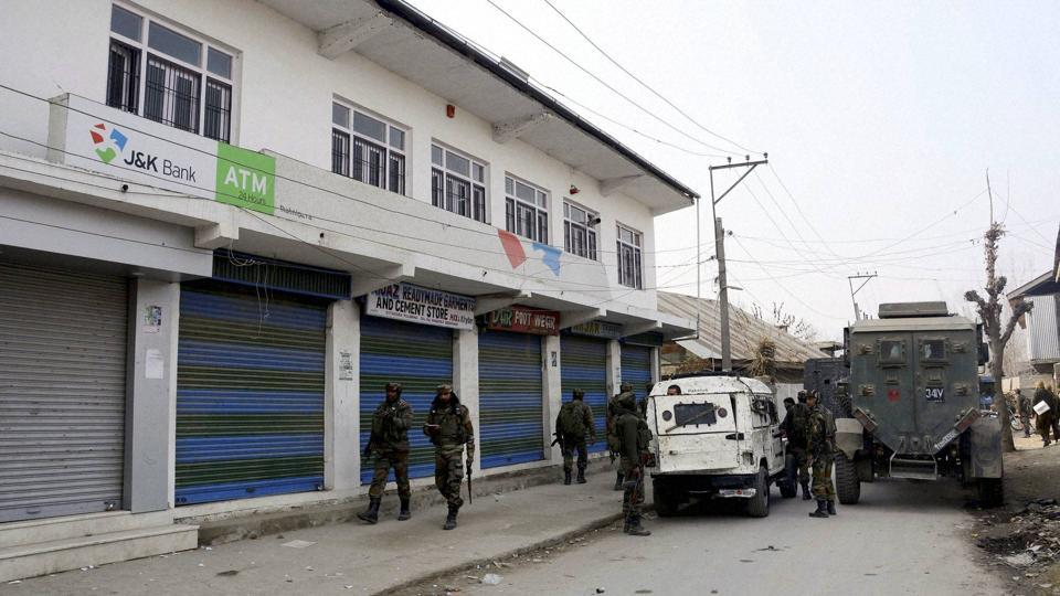 Kashmir: Militants rob Rs 11 lakh from bank in Pulwama