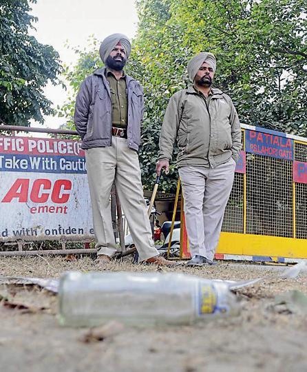 Amarinder Singh,Prenet Kaur,Azad Group