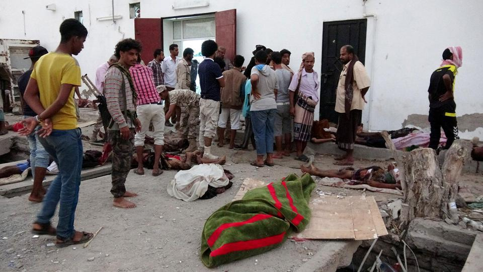 Military personnel and people gather by the bodies of soldiers killed by a suicide bomber at a base in the southern port city of Aden, Yemen on December 10, 2016.