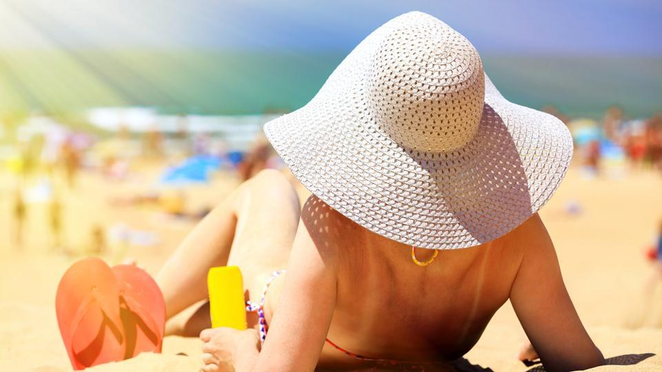 Protect your skin from the sun. Suntan may worsen your acne. It causes skin damage, wrinkles and increase the risk of skin cancer. (Shutterstock)