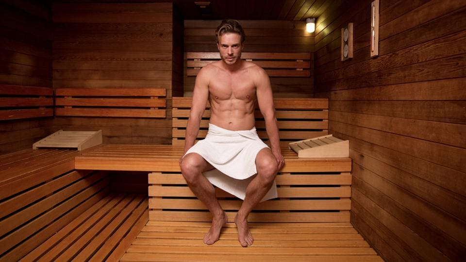 Experts say that the sense of well-being and relaxation experienced during sauna bathing may play a role in reducing the risk of heart attacks.