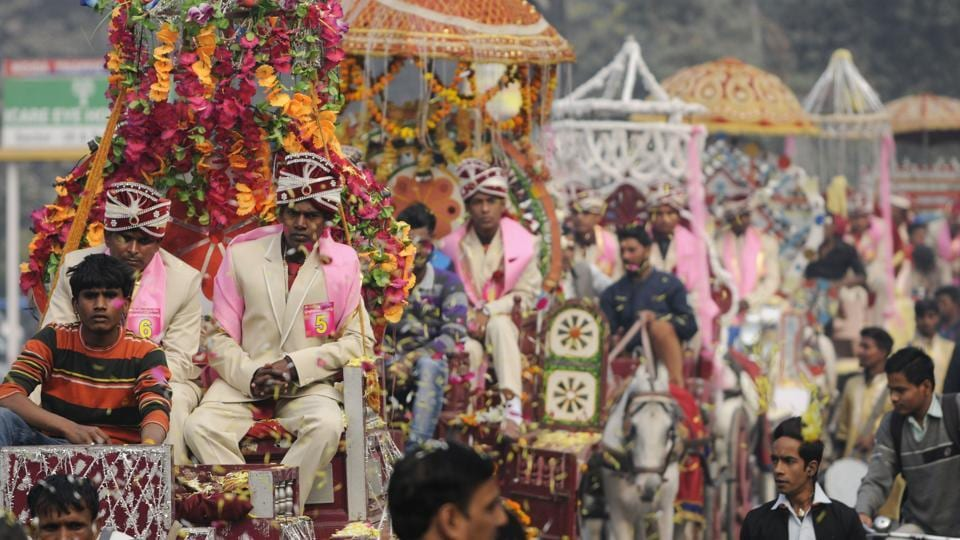 It was one long procession along the streets of Noida as the grooms were brought to the venue.  (Burhaan Kinu/HT PHOTO)