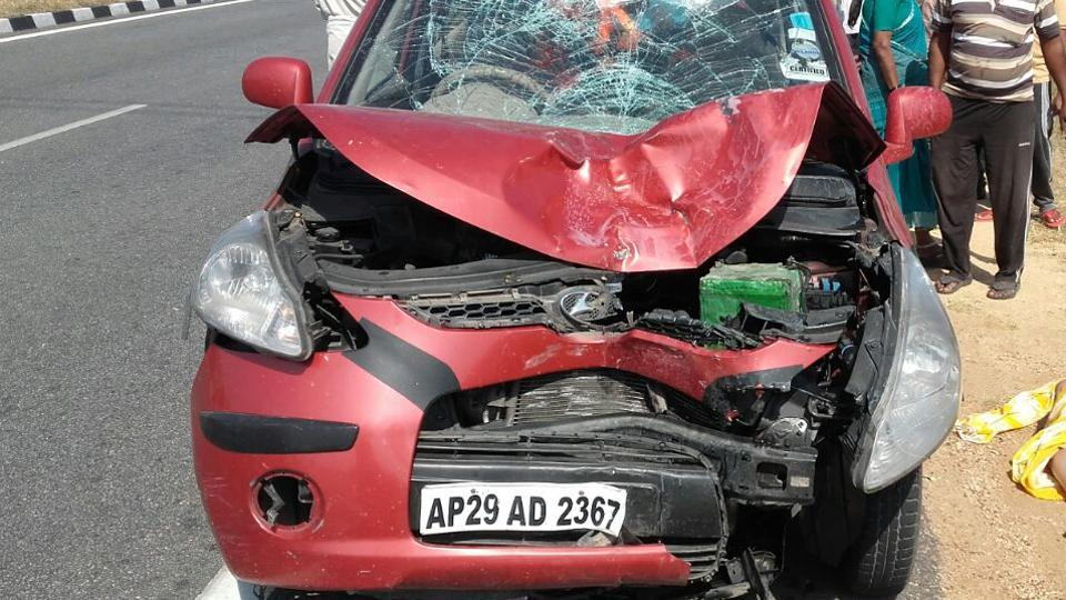 Maheshwaramma, 45, was riding pillion with her husband Turpu Siddilingam, 50, when the accident happened in Addakul village near Kothakota block in Mahbubnagar district on national highway 44.